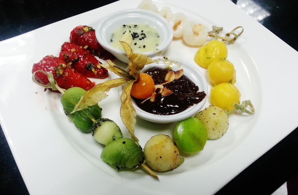 brochette_de_fruits_et_fondue_chocolat