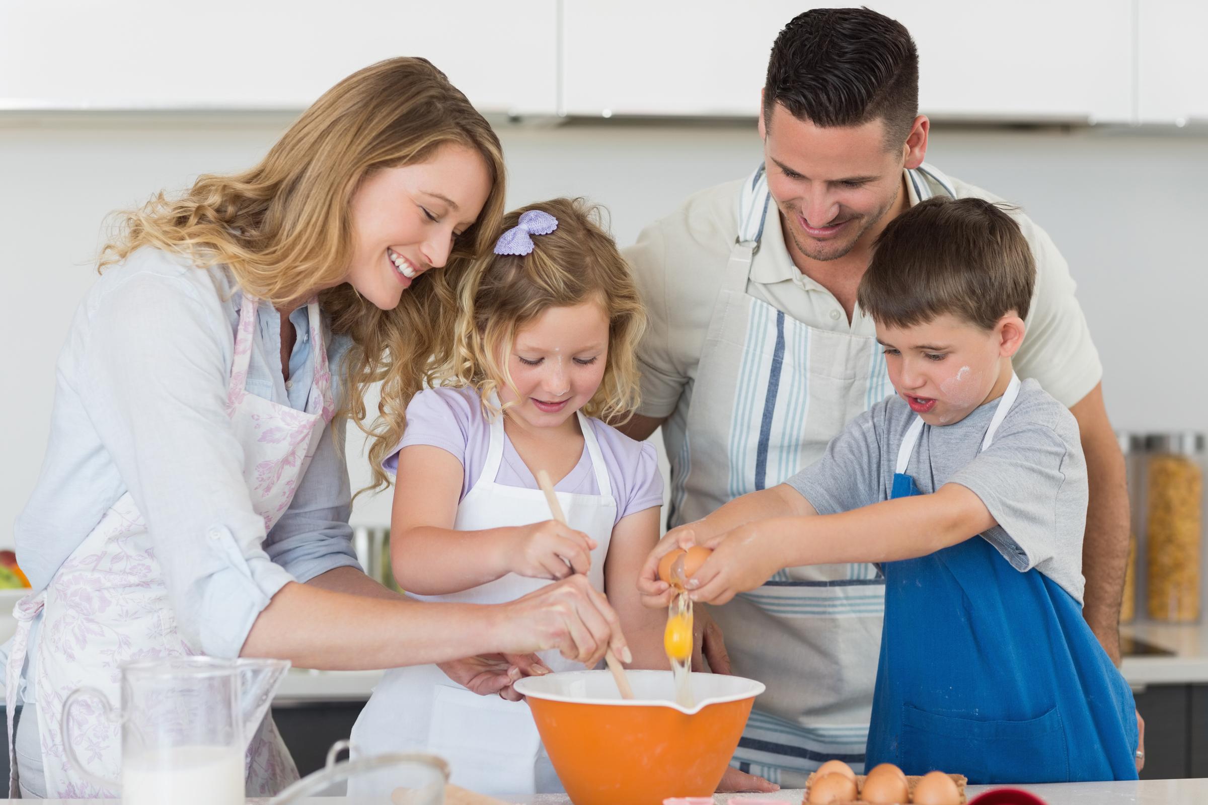 Cours parent enfant c 39 est l ap ro de 15h00 17h00 travailler 2 c 39 est mieux un ar me 2 chefs - Cours de cuisine parent enfant ...